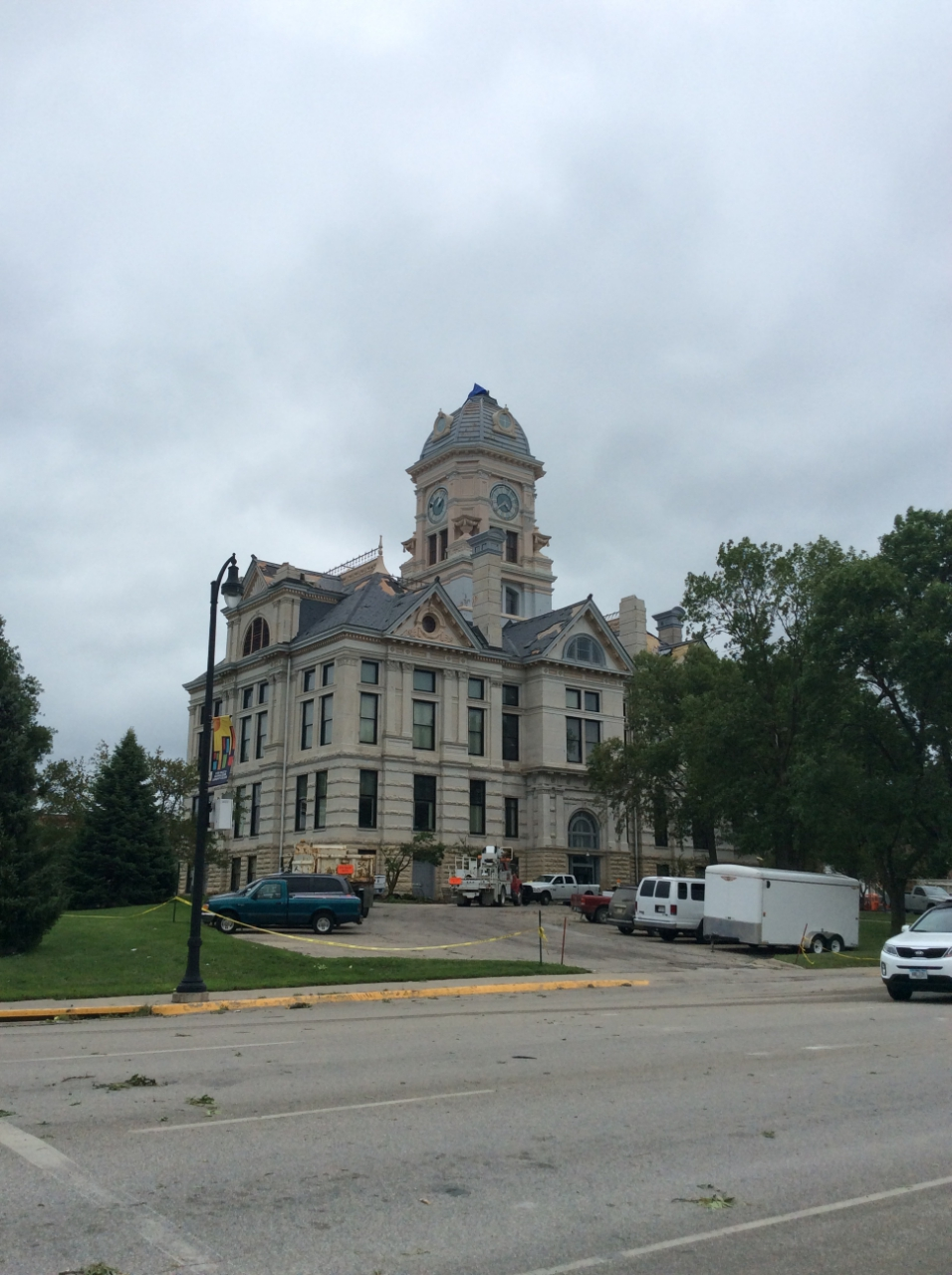 Marshall County Courthouse in Marshalltown missing its clock tower
