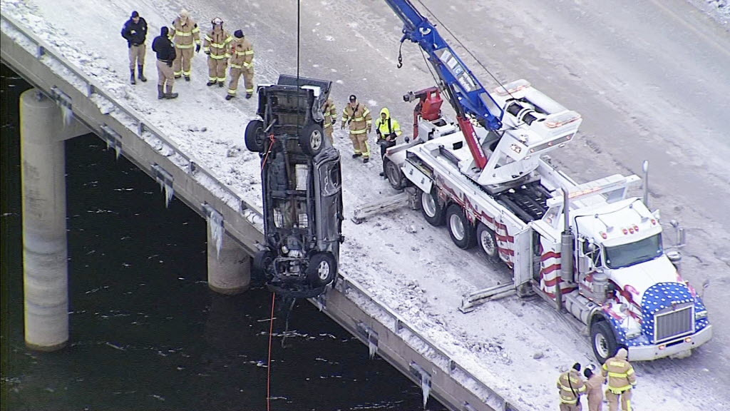 Photo of accident clean up on I-35E Bridge in Lewisville