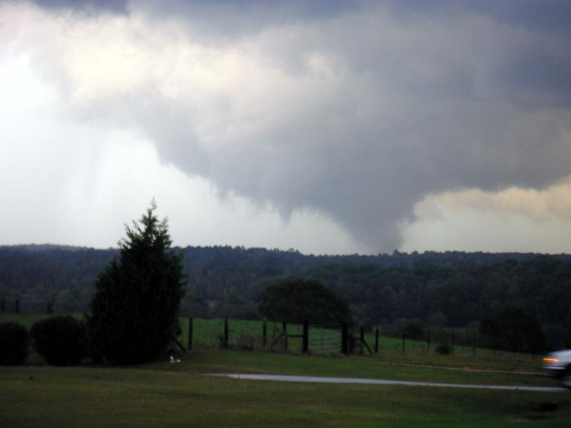 Tornado SW of Lexington