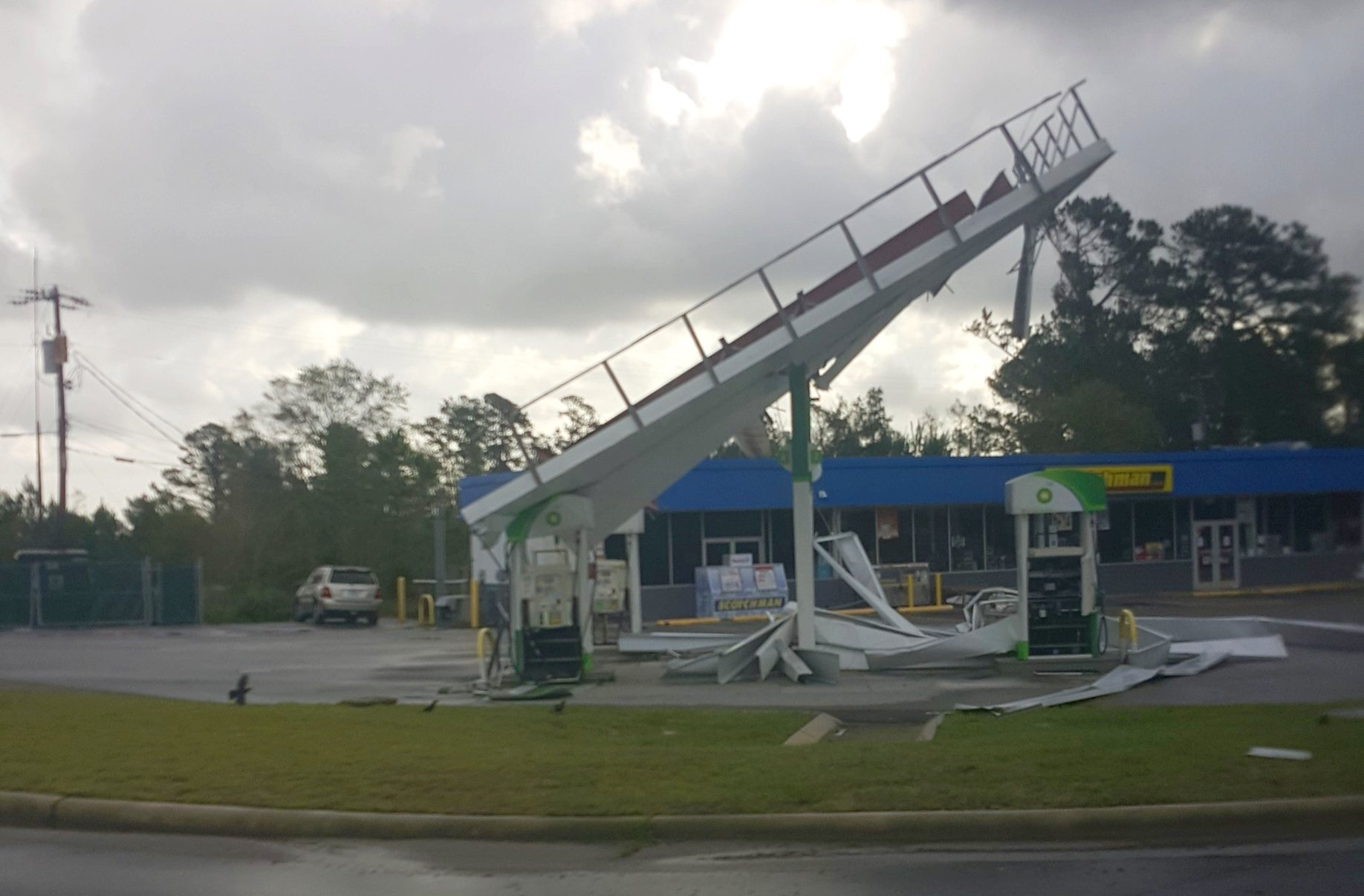 A local Wilmington gas station's awning was destroyed by Hurricane Florence's winds. (Photo credit: Vicky Oliva/NWS)