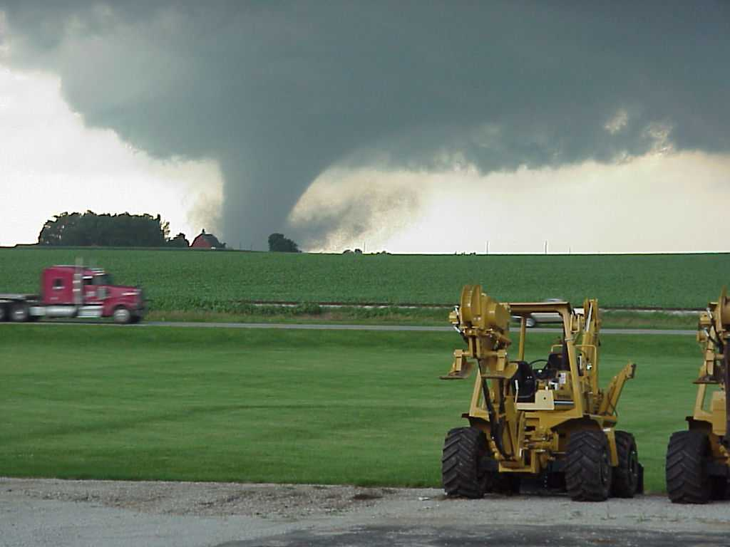 Photo taken at Vermeer Sales 2 miles east of Eureka looking north at F4 tornado 5 miles away. Photo by Glade Stutzman