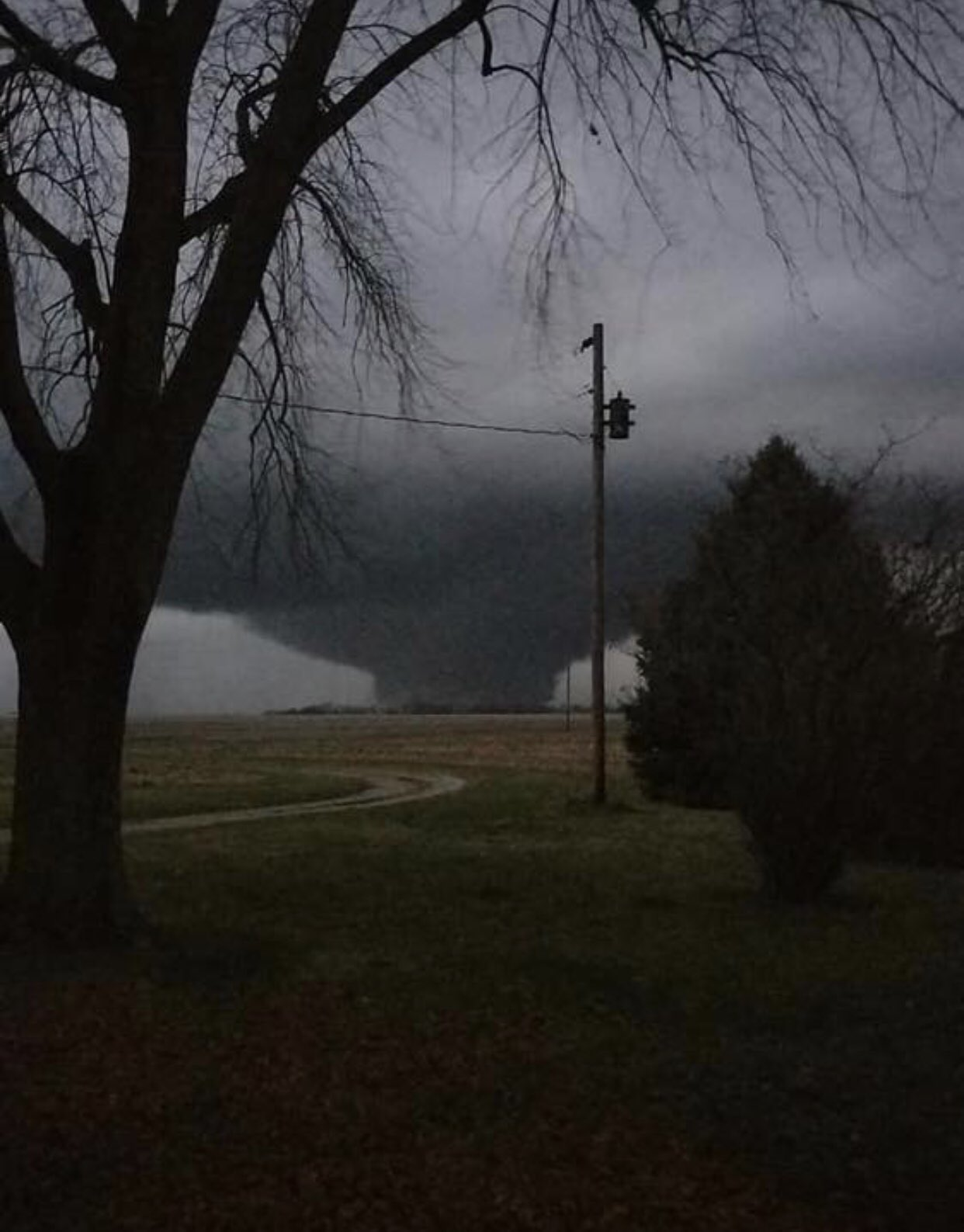 Tornado near Taylorville. Photo by Robert Wolfe.