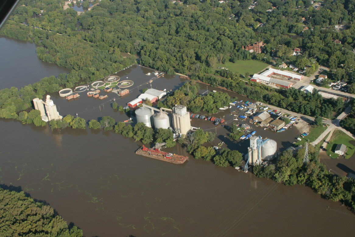 Record flooding along the Illinois River at Morris. Photo by Don Lyon.