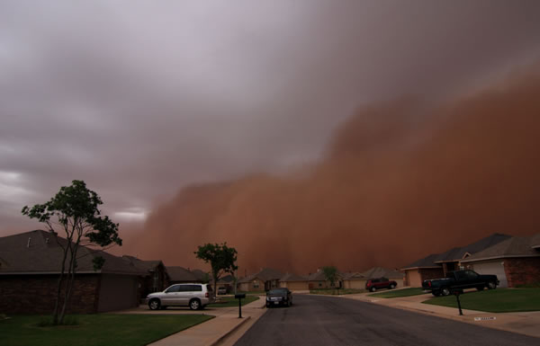 Picture of a habob as it rolled into the southwest side of Lubbock sometime around 8:20 pm on 18 June 2009. The picture is by NWS meteorologist Todd Lindley. Click on the image for a larger view.