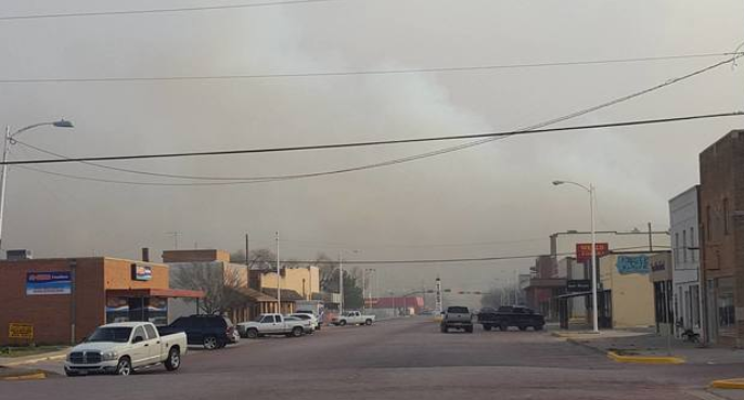 Wildfire near Tulia Tuesday evening (28 February 2017). The picture is courtesy of Myhighplains.com.
