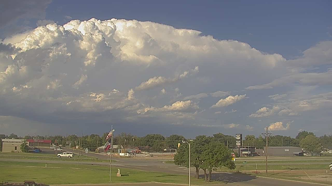 Severe thunderstorm moving by to the north of Littlefield at 5:22 pm on Friday, 5 October 2018. The image is courtesy of KAMC.
