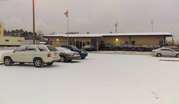 The snow accumulation at the National Weather Service in North Little Rock (Pulaski County) was just under an inch on 01/06/2017.