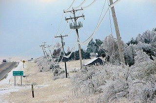 Along U.S. Highway 167 to the south of Cave City (Sharp County), there was ice on the lines and some snow on the ground on 01/28/2009.
