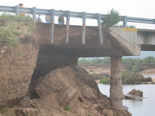 Damage to the northern end of the Dry Creek Bridge on the up-creek side.