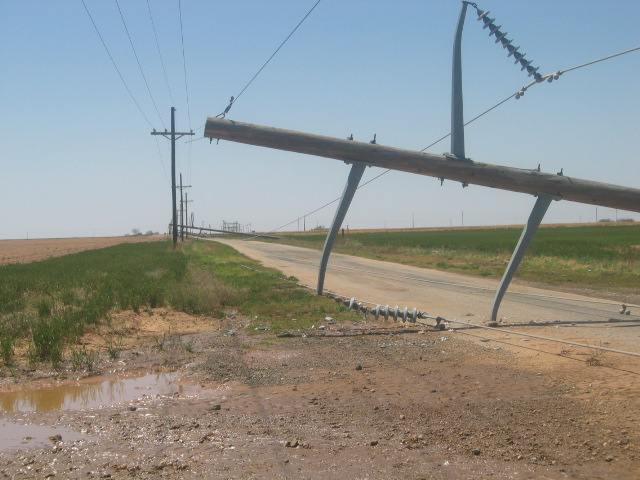 Power Transmission Poles : Severe weather with permian basin tornadoes april