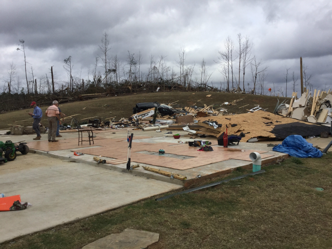 damage in benton county of house from tornado