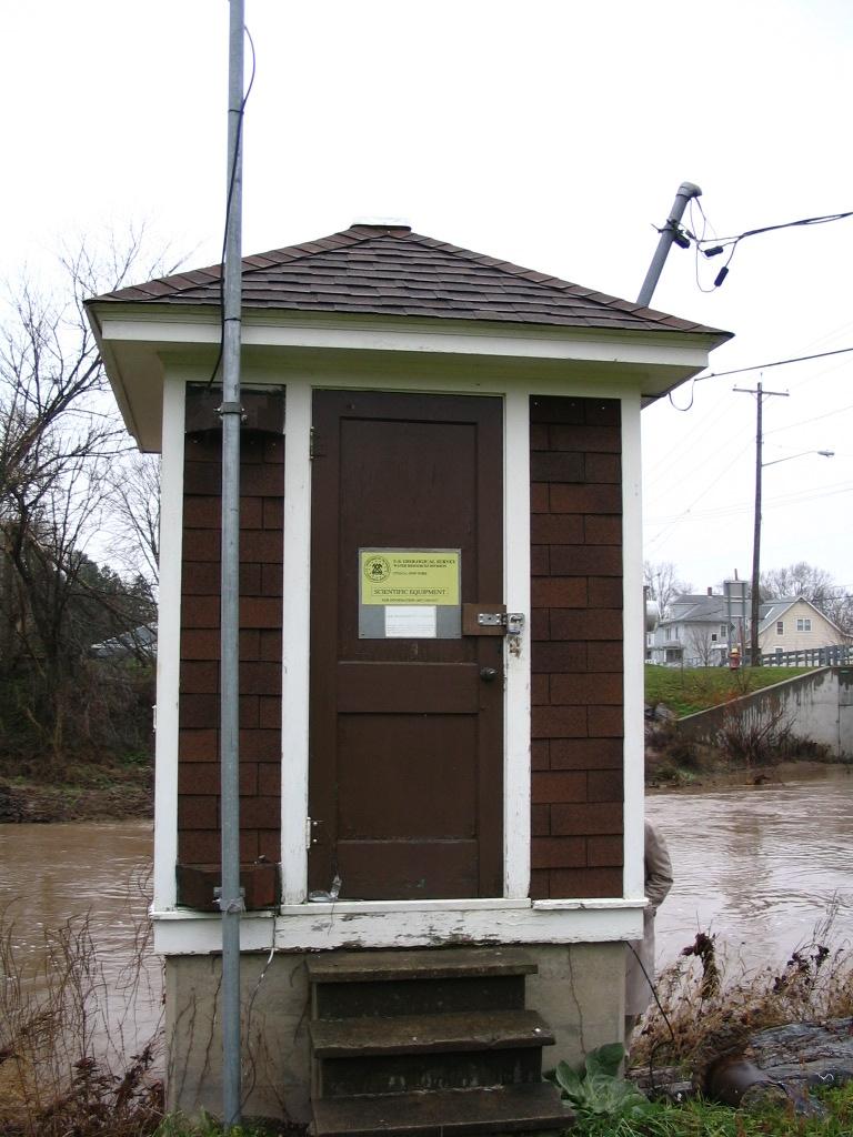 Photograph of the Oneida Creek gage house at Oneida, NY (NEIN6)