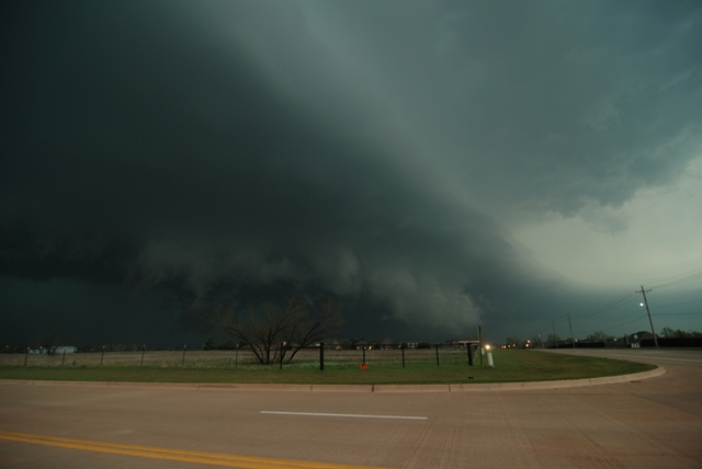 An ominous HP supercell moves into Lawton on April 17. Photo courtesy Chris Schwarz.