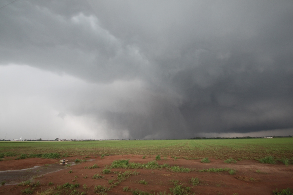 The Moore tornado of May 20, 2013 near Interstate 35. Photo courtesy Gabe Garfield.