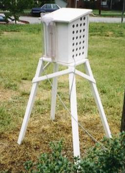 Picture of a weather instrument shelter