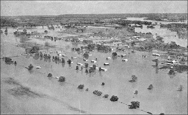 Flooding on the Arkansas River at Bixby, OK on May 20, 1957. (From USWB Technical Paper No. 3, p. 65.)