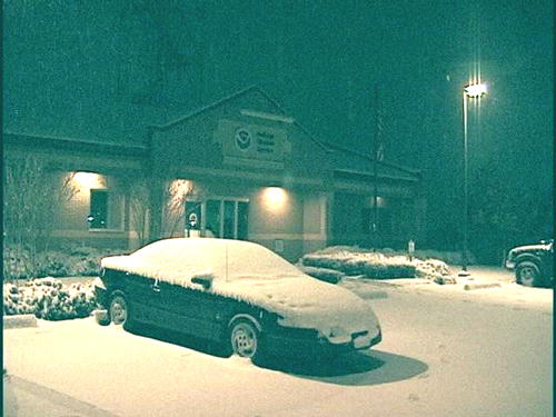 Snow covering the ground and cars at the NWS office in Shreveport