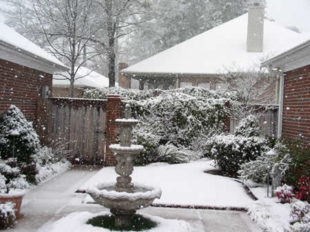 Snow falling in Longview, TX, on Valentine's Day 2004